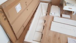 Nábytek v krabicích